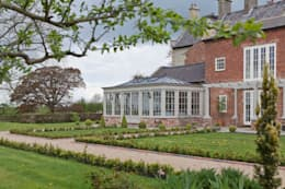 Jardines de invierno de estilo clásico por Vale Garden Houses