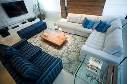 Salas de estilo moderno por Studio Arquitetura