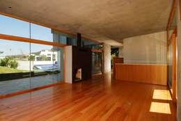 modern Living room by Landa Suberville