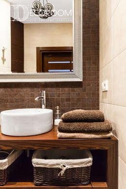 Baños de estilo  por Decoroom