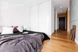 Nowoczesne połączenia: styl , w kategorii Sypialnia zaprojektowany przez Decoroom