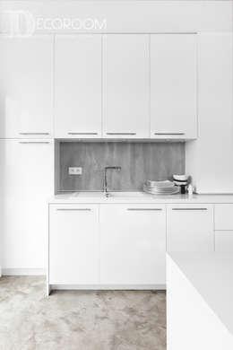 Nowoczesne połączenia: styl , w kategorii Kuchnia zaprojektowany przez Decoroom