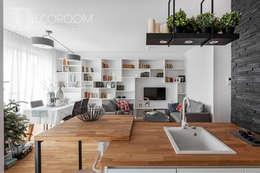 pomysłowe wnętrze: styl , w kategorii Salon zaprojektowany przez Decoroom