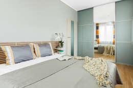 postaw na kolor - diabeł tkwi w szczegółach.: styl , w kategorii Sypialnia zaprojektowany przez Decoroom