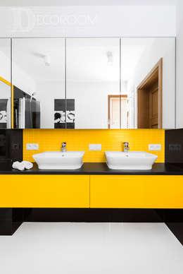 nie bój się koloru.: styl , w kategorii Łazienka zaprojektowany przez Decoroom