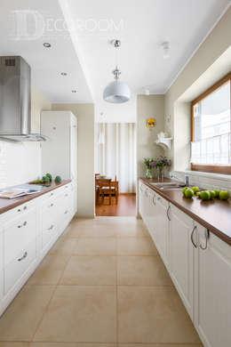 nie bój się koloru.: styl , w kategorii Kuchnia zaprojektowany przez Decoroom