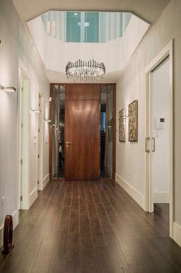 Corridor & hallway by SENZA ESPACIOS