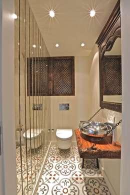 Kerim Çarmıklı İç Mimarlık – K.G Evi Arnavutköy: modern tarz Banyo