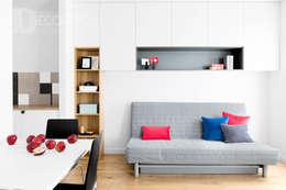 modern Living room by Decoroom