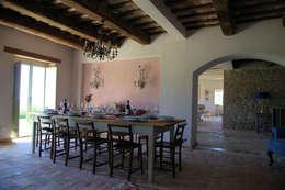 Salas / recibidores de estilo rústico por Ing. Vitale Grisostomi Travaglini