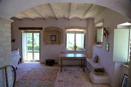 Pasillos y recibidores de estilo  por Ing. Vitale Grisostomi Travaglini