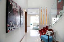 moderner Flur, Diele & Treppenhaus von arketipo-taller de arquitectura