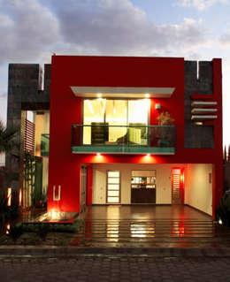 fachada principal: Casas de estilo moderno por arketipo-taller de arquitectura