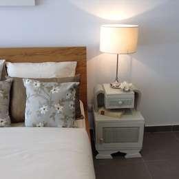 Dormitorios de estilo  por Pirata Design