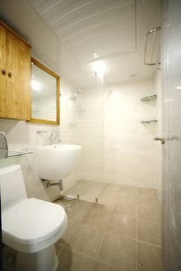 modern Bathroom by B&G 인테리어
