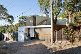 Projekty, nowoczesne Domy zaprojektowane przez alexandro velázquez