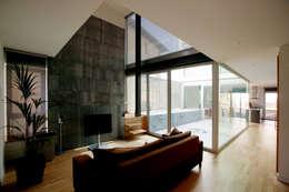 Livings de estilo moderno por Comas-Pont Arquitectes slp