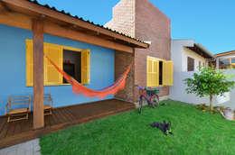 Jardines de estilo tropical por Arquitetando ideias
