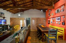 Comedores de estilo tropical por Arquitetando ideias