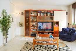 Salas de estilo moderno por ATELEON