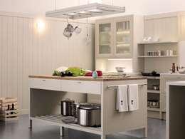 classic Kitchen by ARCE MOBILIARIO