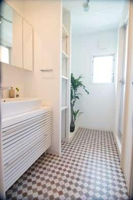 洗面室: アーチアンドドリームが手掛けたです。