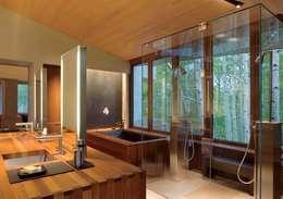 : Baños de estilo clásico por Arkiurbana
