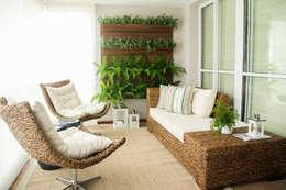 بلكونة أو شرفة تنفيذ Sandro Kawamura Designer de Interiores