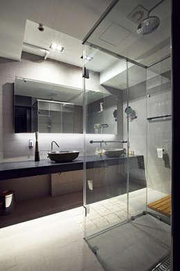 moderne Badkamer door housetherapy