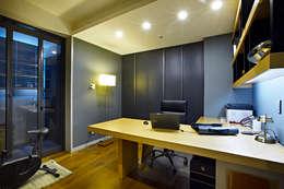 moderne Studeerkamer/kantoor door housetherapy