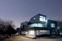 Projekty, nowoczesne Domy zaprojektowane przez designband YOAP