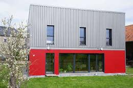 Maison Passive F.: Maisons de style de style Moderne par GF ARCHITECTURE
