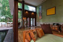 Salas / recibidores de estilo mediterraneo por Pablo Cousinou