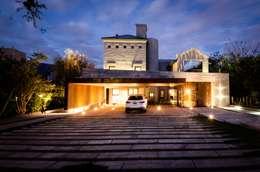 Casas de estilo moderno por BLOS Arquitectos