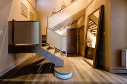 CASA BNG: Pasillos y recibidores de estilo  por BLOS Arquitectos