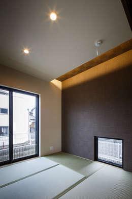 Projekty,  Pokój multimedialny zaprojektowane przez Studio REI 一級建築士事務所