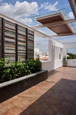 Apartment at Tirupur:  Terrace by Cubism