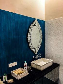 G HOUSE: tropical Bathroom by Studio A