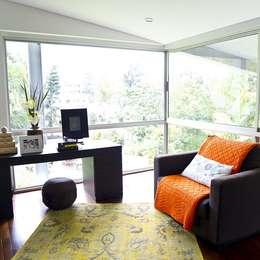 : Salas de estilo moderno por solrodriguez75