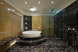 master bathh:   by AIS Designs