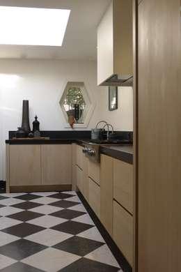 Keuken : moderne Keuken door Baden Baden Interior