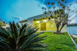 Casas de estilo ecléctico por A3 Arquitetura e Interiores