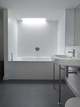minimalistische Badkamer door JAMIE FALLA ARCHITECTURE