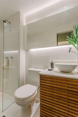 modern Bathroom by STUDIO LN