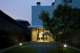 Casas de estilo moderno por 浦瀬建築設計事務所