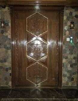 Main Door Design :  Windows & doors  by Alaya D'decor