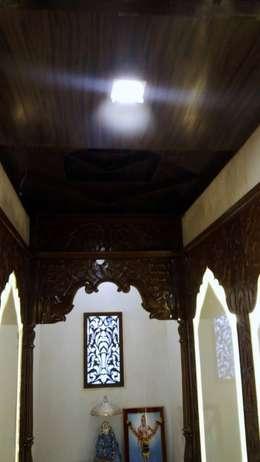 Mandir or Pooja Room :  Corridor, hallway & stairs  by Alaya D'decor