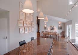 Comedores de estilo moderno por Trewin Design Architects