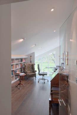 Estudios y oficinas de estilo moderno por Trewin Design Architects