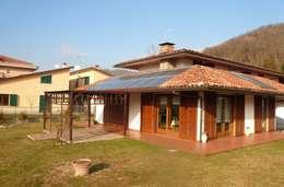 Impianto fotovoltaico e solare termico a Busalla (GE):  in stile  di Studio rinnovabili